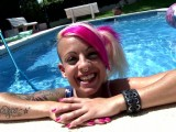 Vidéo porno mobile : Sexy chick with pink hair fucked in the pool